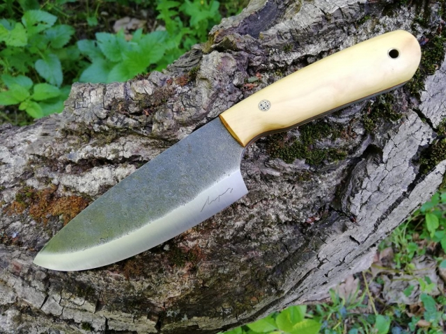Bushcraft knife, forged from a 65g (1066) spring steel round bar. This one's handle is made of box wood.